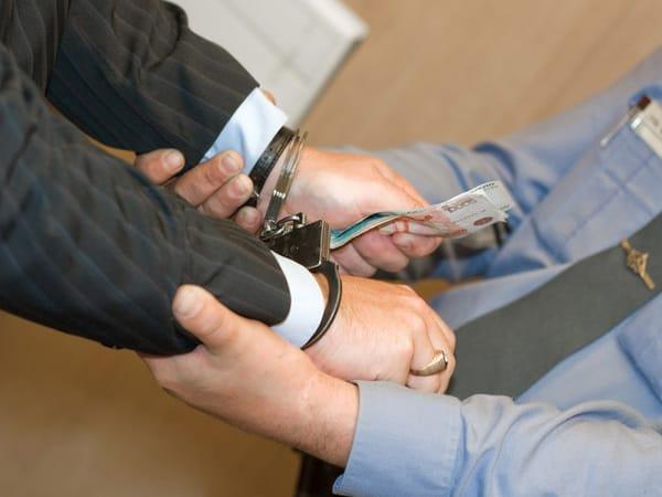 Судья вДагестане подозревается впопытке смягчить наказание подсудимому заденьги