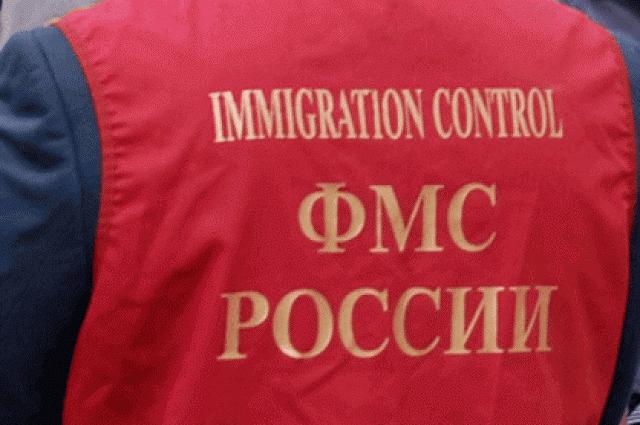 3-х бывших служащих ФМС осудили в столице завзятки