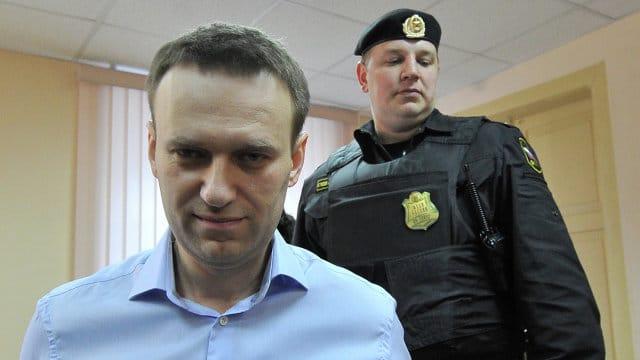 Обвинитель попросил кировский суд обеспечить принудительный привод Алексея Навального