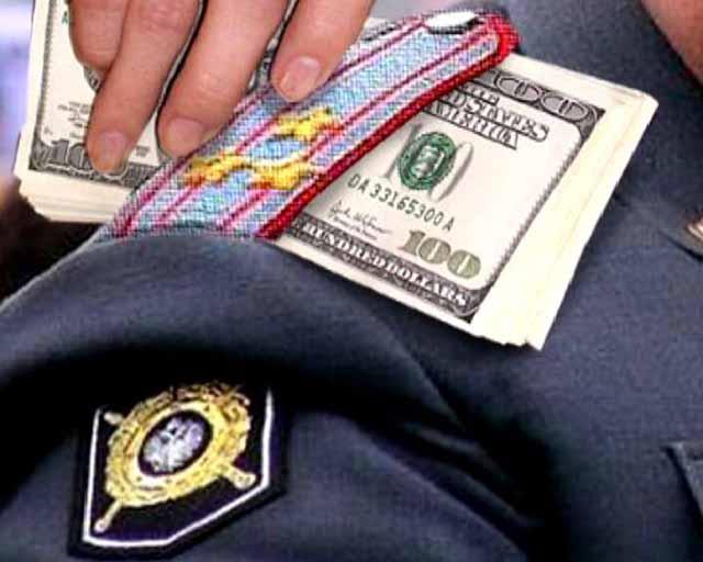 Глава следствия отдела милиции в столице схвачен завзятку 2 млн руб.