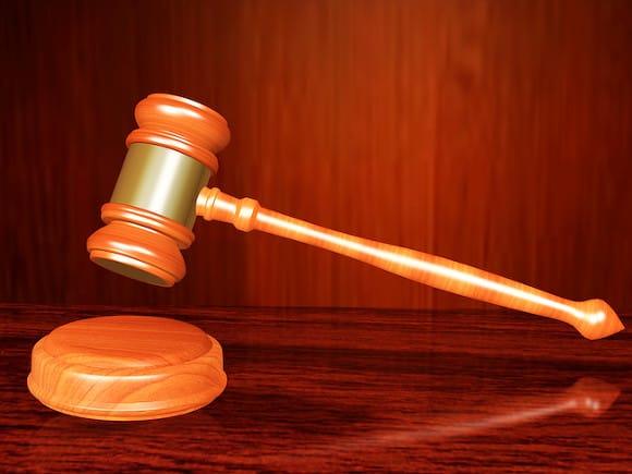 Попавшийся навзятке уральский судья бежал ссемьей заграницу