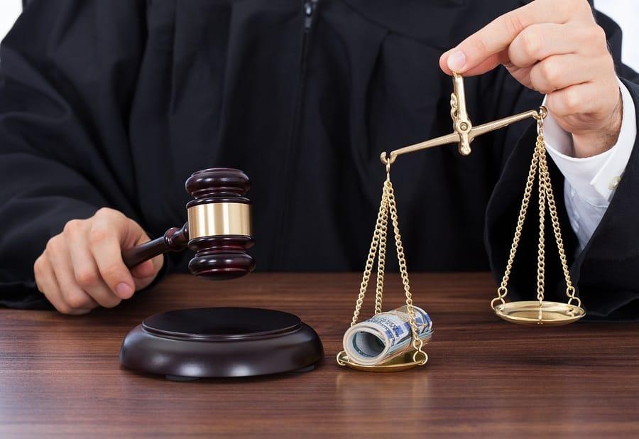 дела о взятки судьи были уже