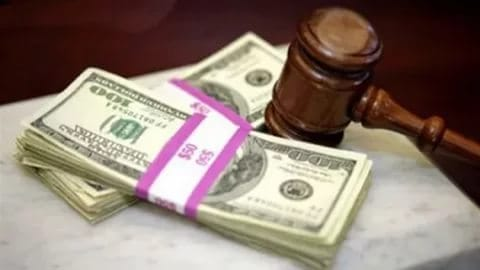 НаКубани осудили юриста, выбросившего взятку вокно