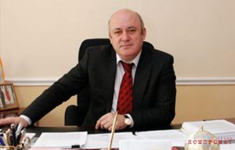 брат Рамазана Абдулатипова